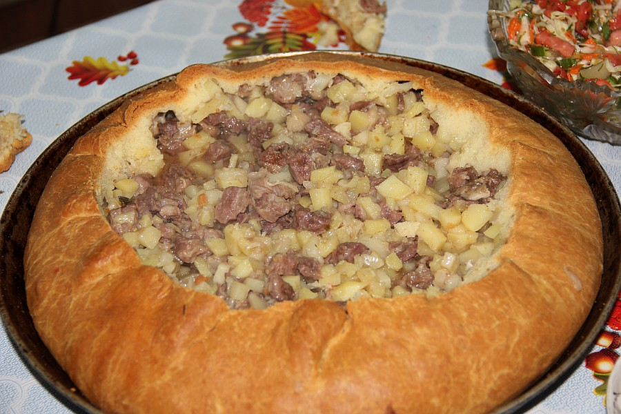 Татарский балэш с мясом и картошкой